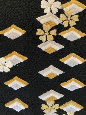半衿 刺繍 花と菱 黒 正絹 縮緬 ちりめん 和装小物 ※販売のみ