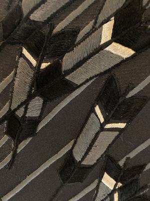 半衿 刺繍 矢羽根 黒 正絹 塩瀬 衿秀 和装小物 ※販売のみ