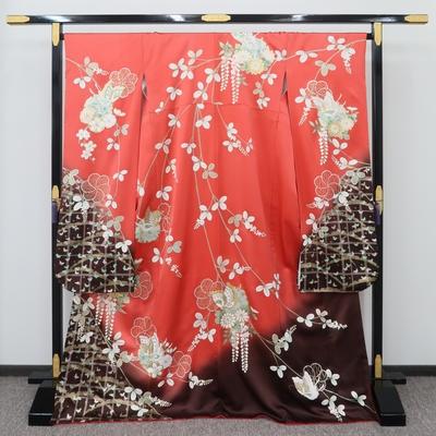 1月のレンタル 振袖 正絹 朱色に茶ぼかし胡蝶と萩に雪輪と藤菊