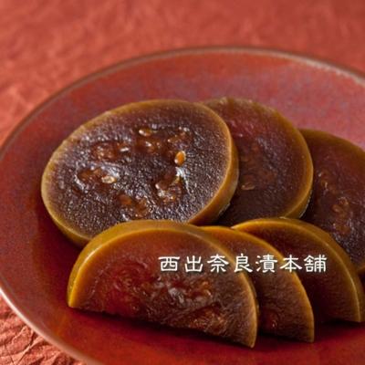 西瓜(すいか)奈良漬 紙包  -  小ぶりの西瓜をまるごと熟成。身が柔らかくて濃厚な味の一品