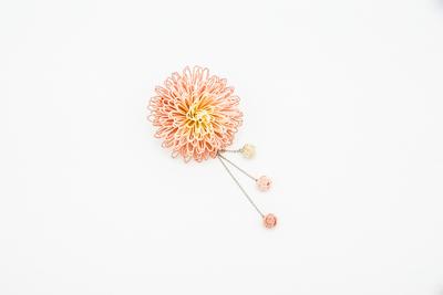 万寿菊のコサージュかんざし・桜ピンク