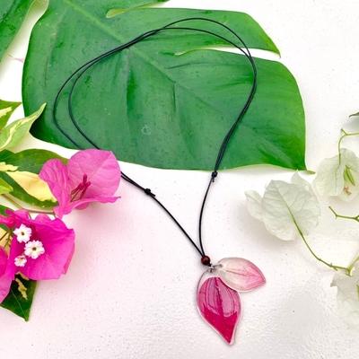 ブーゲンビレアの花びらペンダント