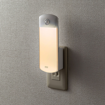 サンワサプライ USB-LED01 ACコンセントに挿した状態でセンサーライトとして利用し、手持ちライトとしても使える便利なLEDライト 当社エリア内配送料無料