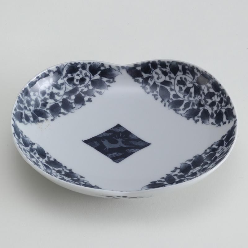 里見要之助 黒呉須(くろごす)染付鹿唐草文皿
