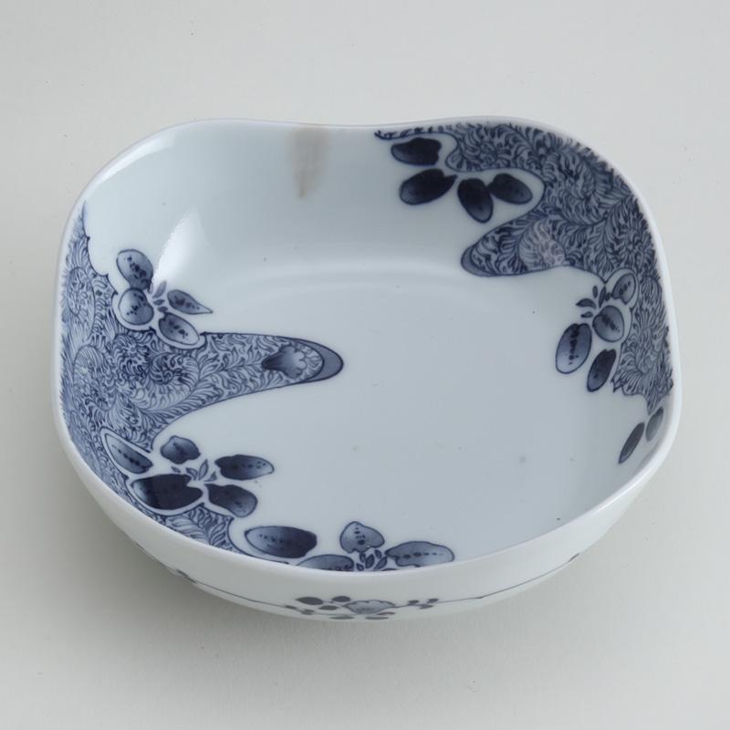 里見要之助 黒呉須(くろごす)染付羊歯文四方鉢