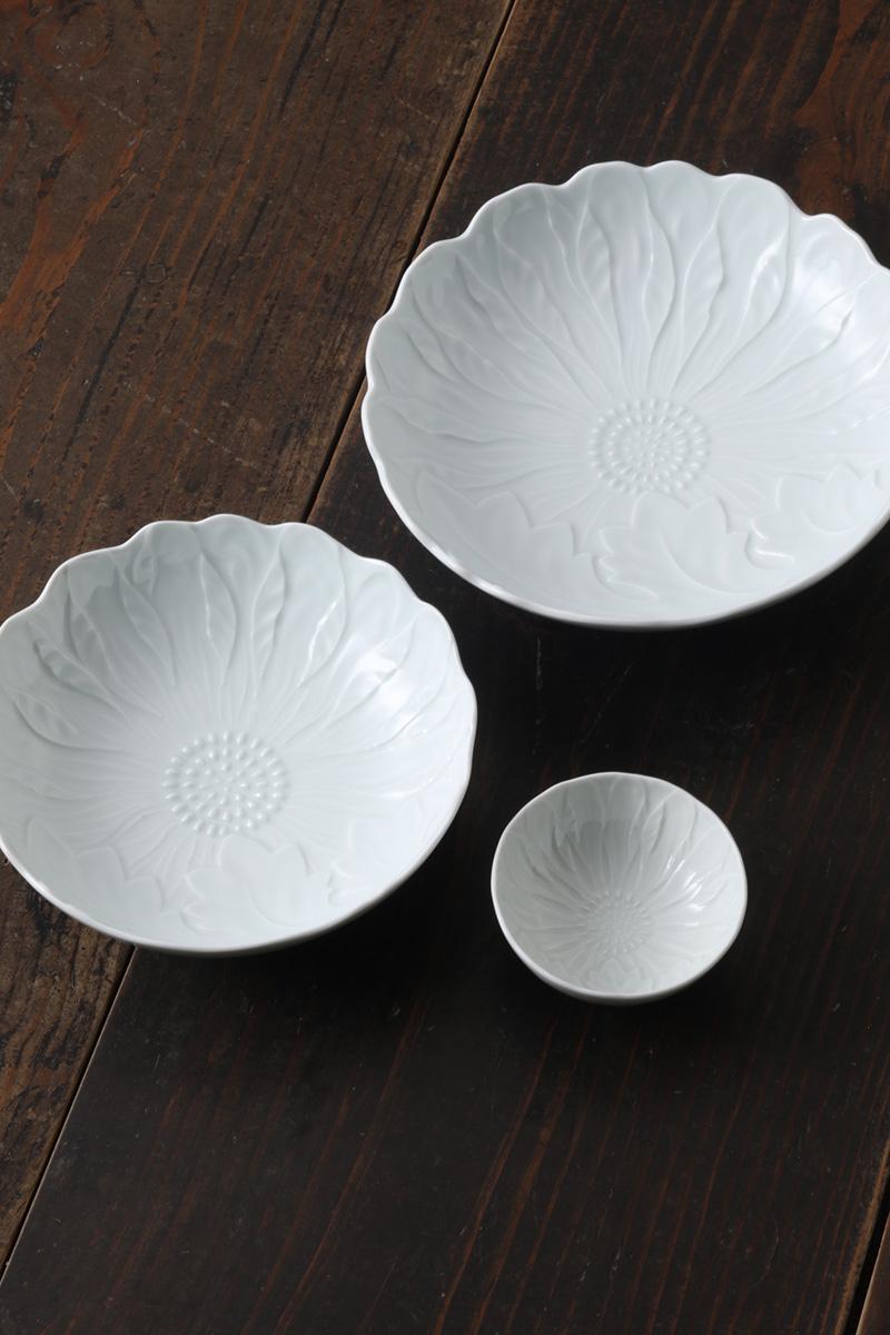 嘉久正窯:現代の代表作品:白磁陽刻菊文鉢(大・中・小)