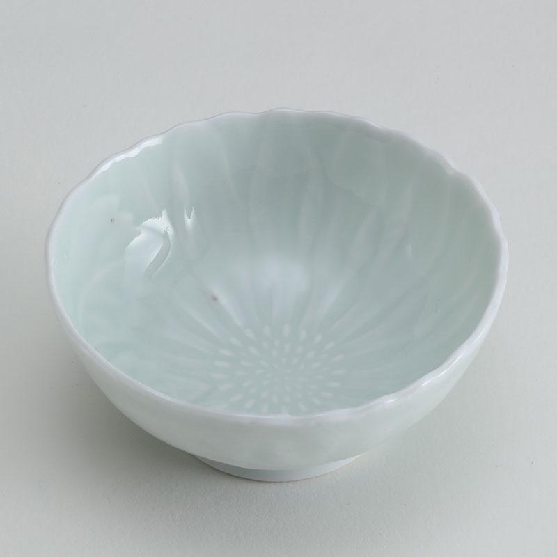 里見盛栄 白磁陽刻菊文鉢