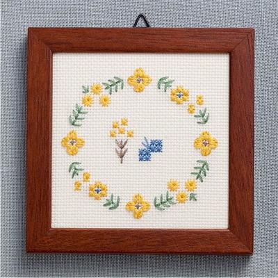 No.2318 ルシアン 地刺し 小さなフレーム 黄色い花のリース