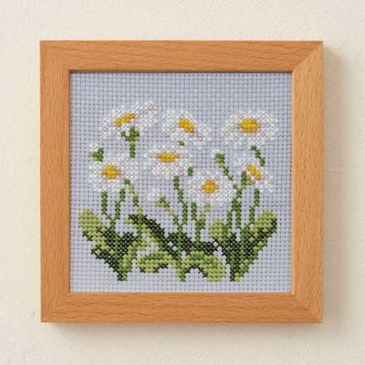 No.881 ルシアン 刺繍キット 小さな花のフレーム デイジー