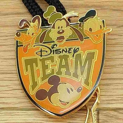 ウォルト ディズニーワールド リゾート キャスト 限定 ランヤード ディズニーチーム  ミッキーマウス 無料ギフトラッピング WDW ミッキー キャストメンバー 通常一般購入不可のアイテム 1点のみ
