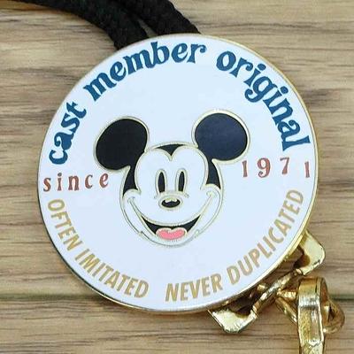 ウォルト ディズニーワールド リゾート キャスト 限定 ランヤード since1971  ミッキーマウス 無料ギフトラッピング WDW ミッキー キャストメンバー 通常一般購入不可のアイテム 1点のみ