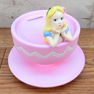 ディズニー 通販 アリス カップ 貯金箱 無料ギフトラッピング バンク 陶器 ふしぎの国のアリス 割らずに取り出し可能 ギフト お土産 おみやげ 不思議の国のアリス ティーカップ