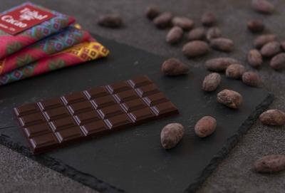 厳選されたカカオ豆と砂糖だけで作るチョコレートセット4種