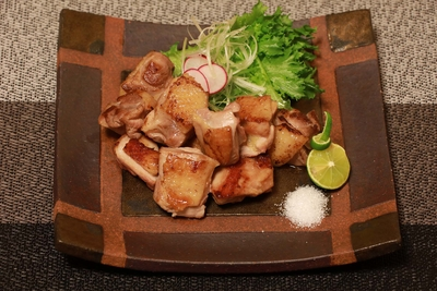 【カット不要で簡単調理】熊野地鶏カット肉 200g