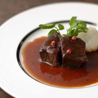 牛ほほ肉の赤ワイン煮 200g(ソース含む)×4個