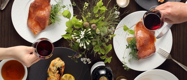 大切な記念日を美味しいホテルの料理でお家でゆっくりとお過ごしください。
