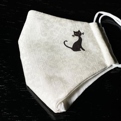 #07 ワンポイント友禅入り絹麻マスク (華紋柄に黒猫)