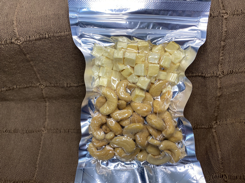 フリーズドライチーズ入り燻製カシューナッツ(有塩) ※組み合わせにもよりますが目安として11個以上から送料が上がります。