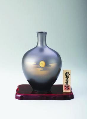 菊紋花瓶 暁 7号 銀梨地
