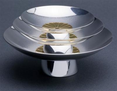 特注純銀製菊紋盃