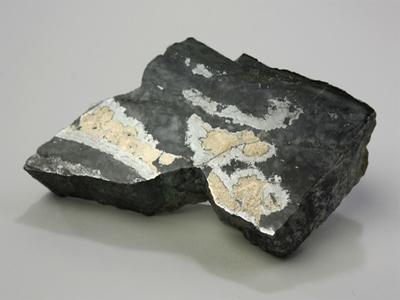 紅砒ニッケル鉱