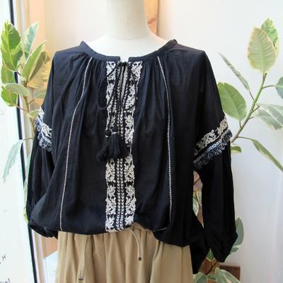 (lady's) Hunch/ハンチ コットンボイル金糸刺繍ブラウス black (Lshi019)