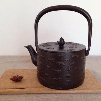南部鉄器 鉄瓶 桜皮寸筒1L 赤茶色 日本製 直火IH可