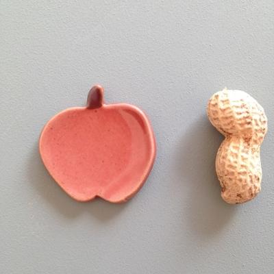 赤いリンゴ 陶器 箸置き フラット