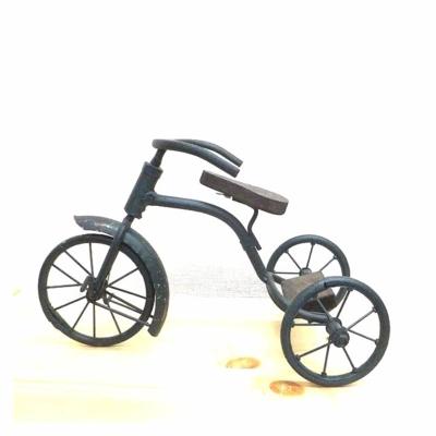 アンティーク調のディスプレイ三輪車