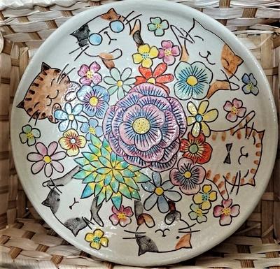ねこ田商店 美野里焼 平瀬マリ子 大皿 猫と大輪の花