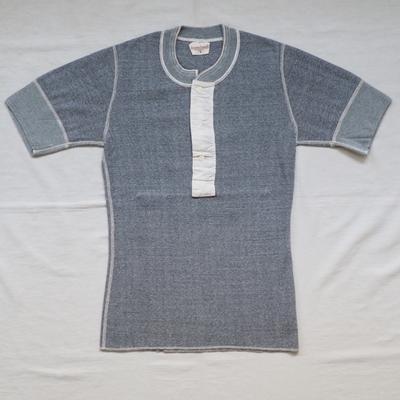 アジャスタブルコスチューム フライス ニット ヘンリーネック 半袖Tシャツ アッシュグレー