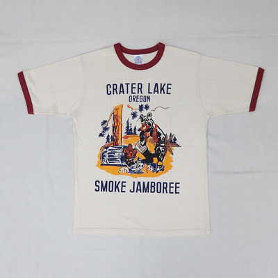 "ブートレガーズ Tシャツ ""CRATER LAKE SMOKE JAMBOREE"" STRAW CREAM×LOBSTER RED"