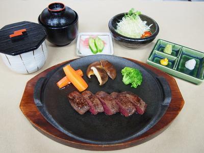 前沢牛・短角牛モモステーキ食べ比べ各150g×2枚