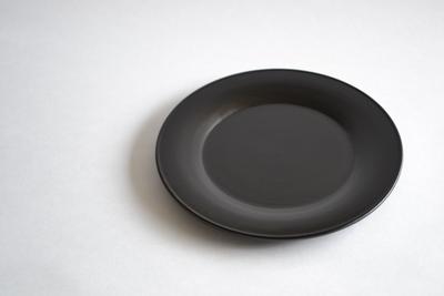 小倉広太郎/黒い皿 21cm