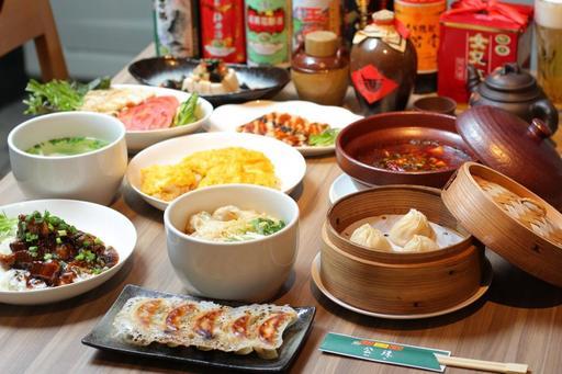 本格中華料理と豊富な酒類