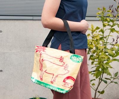 飼料袋リサイクルバッグ トート ヨコ型M