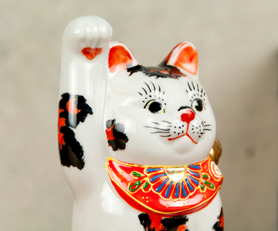 【送料割引・張り子のまめまねきプレゼント中!】九谷焼招き猫 三毛 4号