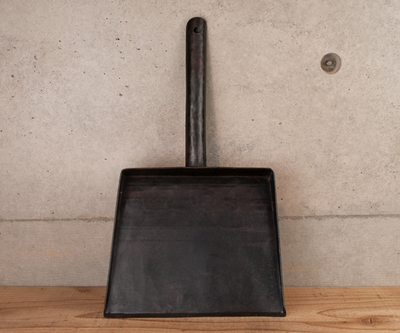 マダガスカル製 黒鉄ちりとり