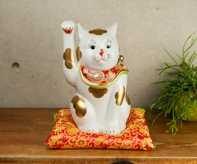【送料割引・張り子のまめまねきプレゼント中!】《受注生産取寄品》九谷焼招き猫 金ブチ 10号