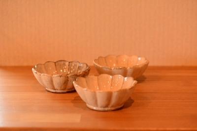耕窯 「粉引輪花豆皿」