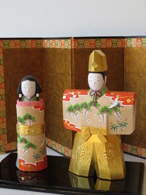 2) 奈良一刀彫 立雛 若葉5寸(高さ19.5センチ)
