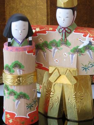 3) 奈良一刀彫 立雛 若葉6寸(高さ21センチ)