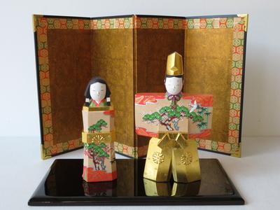 4) 奈良一刀彫 立雛 松竹梅4寸(高さ16センチ)