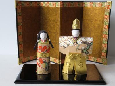 11) 奈良一刀彫 立雛 松紅白梅4寸(高さ16センチ)