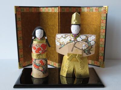 12) 奈良一刀彫 立雛 紅白梅5寸(高さ19センチ)
