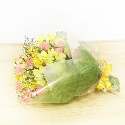 【花束】約40本「ホワイトデー花束イエローピンク カスミソウ」