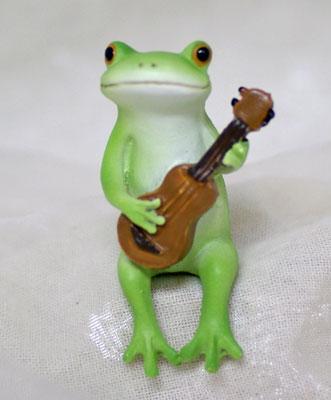 コポー ウクレレを弾くカエル