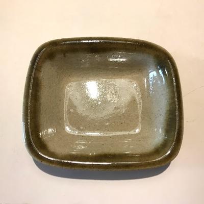 カエルの水浴び池 陶器(ふち濃色角丸四角小皿)
