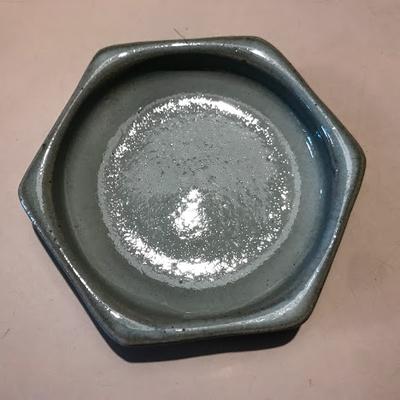カエルの水浴び池 陶器(六角皿)