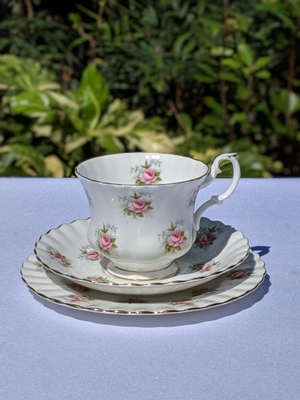 Royal Albert Rose Trio